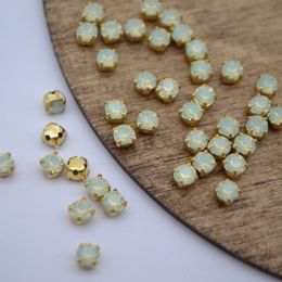 Шатоны 4мм Chrysolit Opal/золото 20шт Preciosa/Чехия