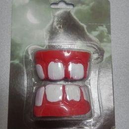 Прикол Зубы с кровавыми дёснами